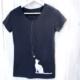 T-Shirt mit Katze und Knopf